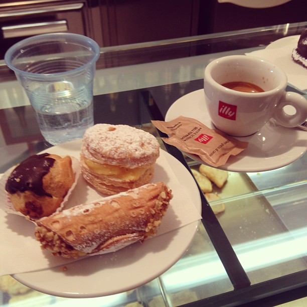 An #espresso, with free water & mini pastry for 90eurocents. Keep trying, Starbucks. #Italy #Puglia January 04, 2013 at 0251PM