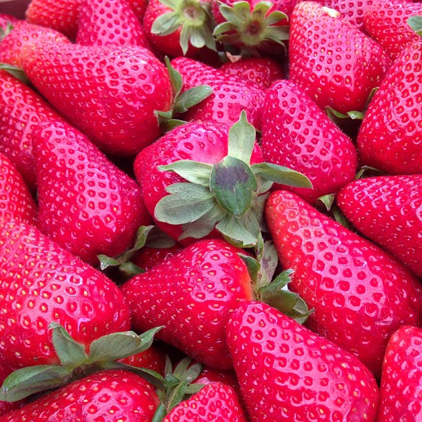 Saturday means strawberries at the market #fragole #italy #nofilterjustnature May 04, 2013 at 0957AM